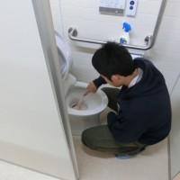 会堂地階トイレ清掃奉仕